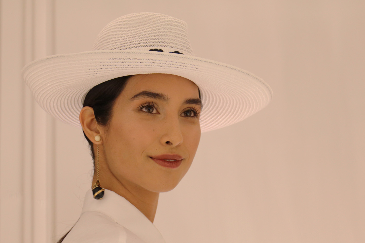 <i>#DIORODEO IN WHITE</i><span>Fashion</span>